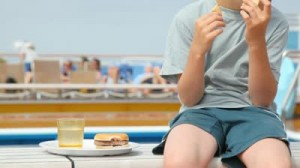 Uzmanlar çok hamburger yemek ciltte erken yaşlılık yapabilir diyor.