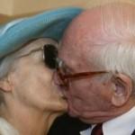 Evleneceksen Gel! 102 yaşında evlilik kararı veren yaşlı romantik 91 yaşındaki sevgilisine nasıl evlilik teklifi yaptı!